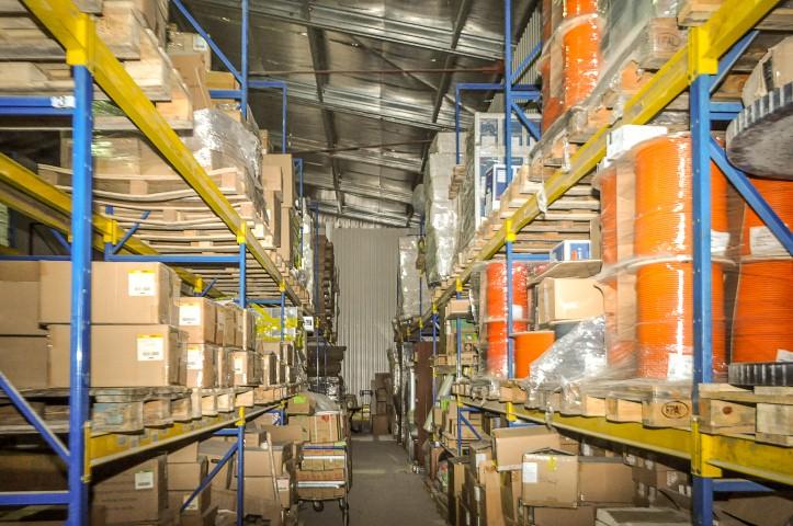 Хранение товаров интернет магазина и формирование заказов